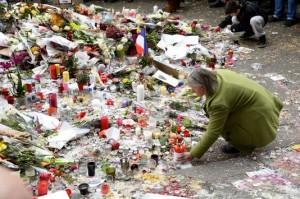 Devant le Bataclan, à Paris, le 16 novembre. BERTRAND GUAY / AFP